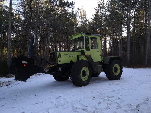 Foto van een MB Trac 1000, in een nog te klein laagje sneeuw.. Geplaatst door inter fan op 25-12-2020 om 22:52:46, met 17 reacties.