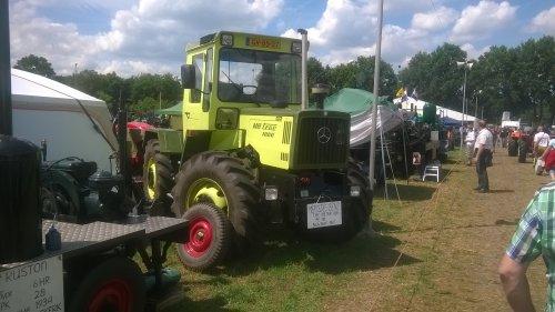 Foto van een MB Trac 1000, druk bezig met Poseren.. Geplaatst door jellehoekstra op 27-07-2015 om 21:20:34, op TractorFan.nl - de nummer 1 tractor foto website.