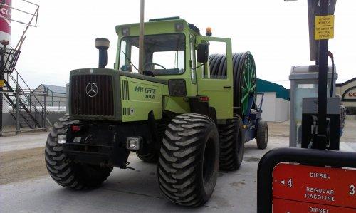 Een aantal jaren terug tanken voor het wegbrengen van de haspel samen met mijn opa in Canada.. Geplaatst door inter fan op 30-10-2015 om 17:51:26, op TractorFan.nl - de nummer 1 tractor foto website.