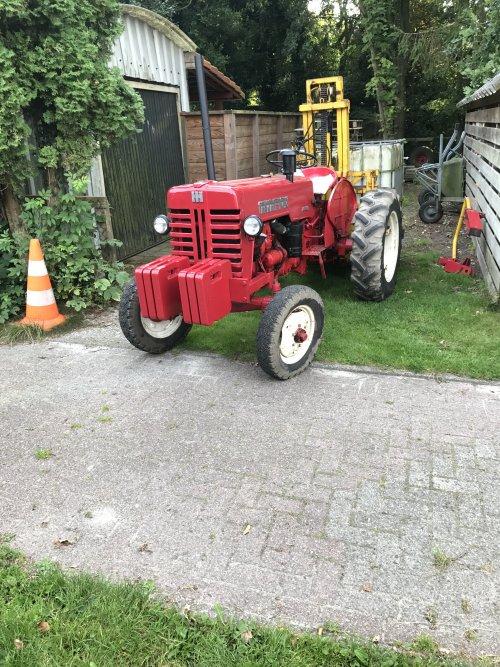 Foto van een Mc-Cormick D 430. Geplaatst door kuipers135 op 26-08-2017 om 18:16:38, op TractorFan.nl - de nummer 1 tractor foto website.