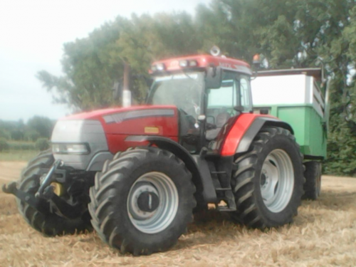Hier zie je Lieromat Machinery (Lierde) × met een Mc-Cormick MTX 175.. Geplaatst door wouter-de-raeve op 27-08-2017 om 16:32:06, op TractorFan.nl - de nummer 1 tractor foto website.