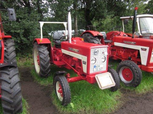 Foto van een Mc-Cormick 353. Geplaatst door jordi 1455 op 06-11-2017 om 20:46:54, op TractorFan.nl - de nummer 1 tractor foto website.