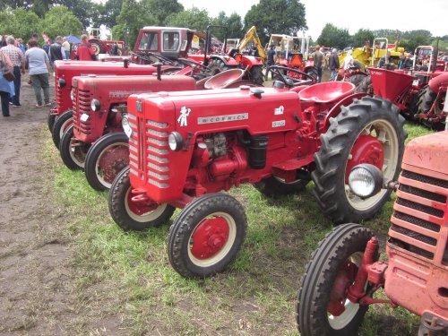Foto van een Mc-Cormick D 326. Geplaatst door jordi 1455 op 08-11-2017 om 22:17:33, op TractorFan.nl - de nummer 1 tractor foto website.