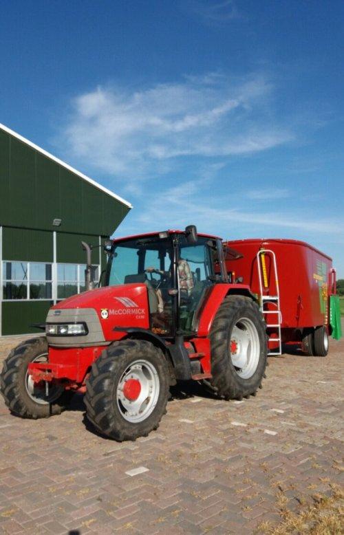 Foto van een Mc-Cormick CX 90. Geplaatst door berryfendt936 op 10-11-2017 om 20:09:25, op TractorFan.nl - de nummer 1 tractor foto website.