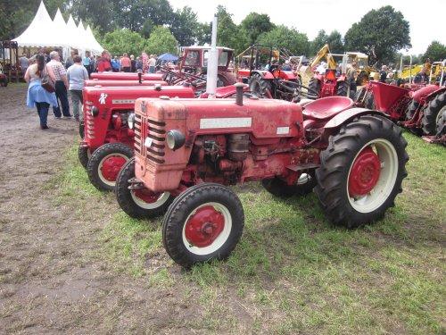 Foto van een Mc-Cormick D 440. Geplaatst door jordi 1455 op 18-11-2017 om 19:29:08, op TractorFan.nl - de nummer 1 tractor foto website.