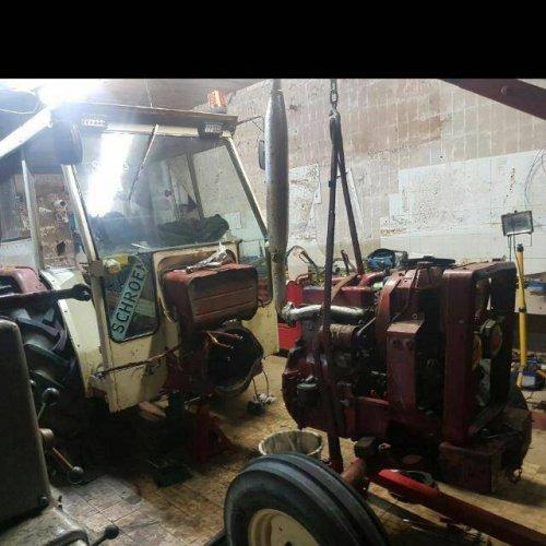 Foto van een Mc-Cormick 323 koppeling en krukas kering vervangen. Geplaatst door joey IH op 02-12-2017 om 21:43:27, op TractorFan.nl - de nummer 1 tractor foto website.