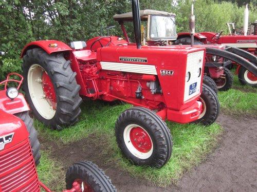 Foto van een Mc-Cormick 624. Geplaatst door jordi 1455 op 04-12-2017 om 18:58:50, op TractorFan.nl - de nummer 1 tractor foto website.