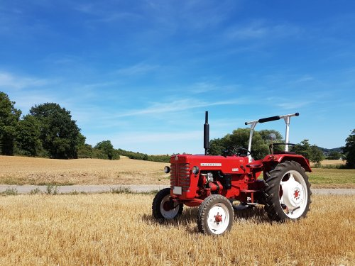 Picture of my McCormick D-326 on a stubble field after the harvest.. Geplaatst door otto-normalverbraucher op 03-09-2018 om 20:04:12, op TractorFan.nl - de nummer 1 tractor foto website.