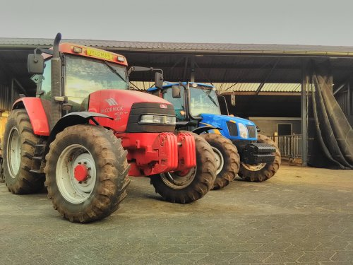 Foto van een Mc-Cormick MC 120 en New holland T5050, poseren na een dagje bouwland klaarmaken. Geplaatst door keesflodder op 04-09-2018 om 21:24:48, met 4 reacties.