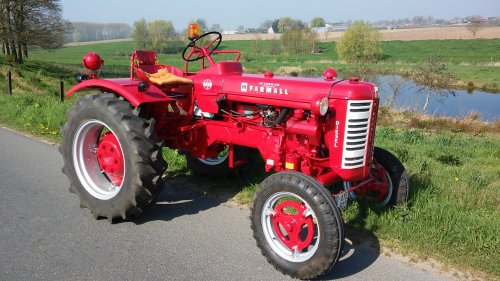 Foto van een Mc-Cormick F 137 D na de restauratie.. Geplaatst door sander d op 07-11-2018 om 12:14:41, op TractorFan.nl - de nummer 1 tractor foto website.