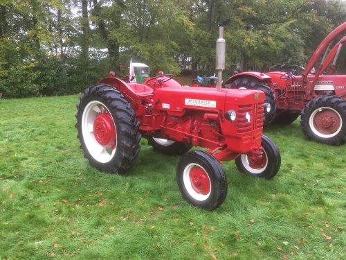 Foto van een Mc-Cormick D 440. Geplaatst door Fast Eddy op 15-12-2018 om 08:08:36, op TractorFan.nl - de nummer 1 tractor foto website.