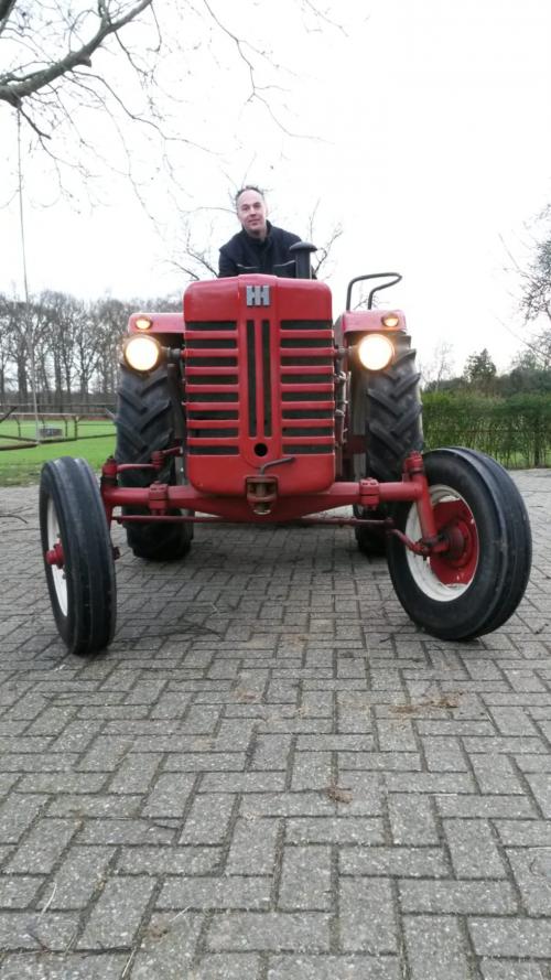 Hallo allemaal dit is mijn eerste tractor die ik heb gekocht en deze afbeelding was het eerste proefritje wat ik met de tractor gemaakt heb.
