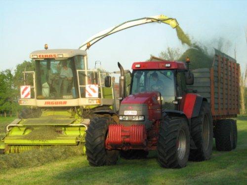 Foto van een Mc-Cormick MTX 200, bezig met gras hakselen.. Geplaatst door case mx170 op 25-05-2008 om 00:25:20, op TractorFan.nl - de nummer 1 tractor foto website.