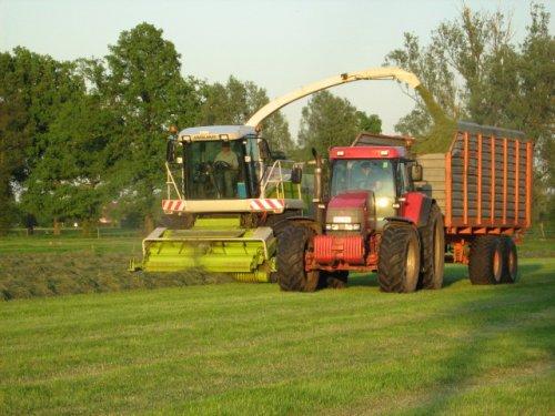 Foto van een Mc-Cormick MTX 200, bezig met gras hakselen.. Geplaatst door case mx170 op 25-05-2008 om 00:25:34, op TractorFan.nl - de nummer 1 tractor foto website.
