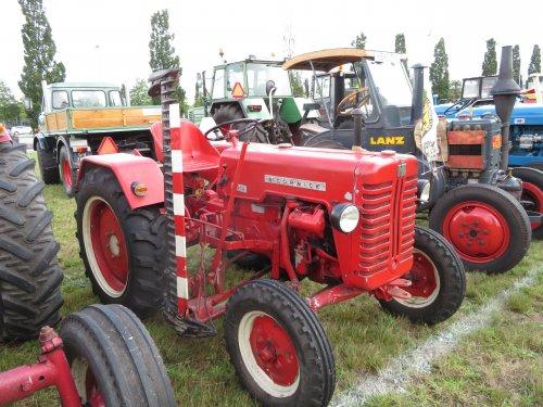 Foto van een Mc-Cormick 219. Geplaatst door Renaultgek op 09-09-2019 om 00:35:38, op TractorFan.nl - de nummer 1 tractor foto website.