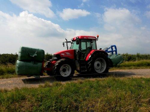 Pakken transport met de McCormick MC115. Geplaatst door gypCaseXL op 12-11-2019 om 12:51:06, op TractorFan.nl - de nummer 1 tractor foto website.