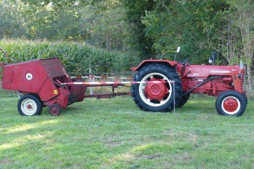 Mc-Cormick D 439 met pers op de lustrum show van de OTMV.. Geplaatst door allis man op 26-01-2020 om 22:54:06, op TractorFan.nl - de nummer 1 tractor foto website.