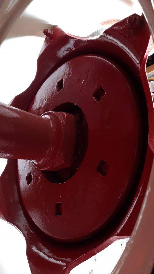 Foto van een Mc cormick d439 wiel gewichten  in de achter  velgen. Geplaatst door deutz110 op 12-02-2020 om 13:53:57, op TractorFan.nl - de nummer 1 tractor foto website.