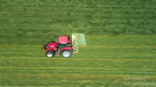 Vandaag full speed gras gemaaid met de Mc-Cormick MC 115. Geplaatst door gypCaseXL op 09-05-2020 om 17:54:40, op TractorFan.nl - de nummer 1 tractor foto website.