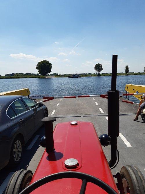 Foto van een Mc-Cormick D 439, op reis met de woonwagen. Geplaatst door tffkab op 20-07-2020 om 17:35:22, met 6 reacties.