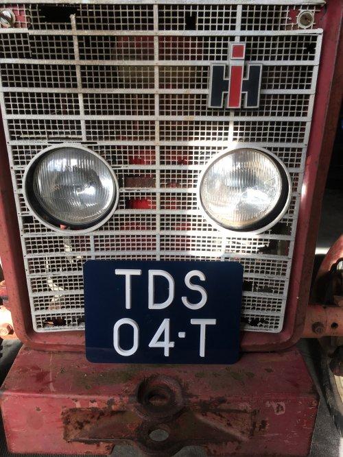Kentekenplaat is ook binnen! De 423 is van voor '78, dus een blauwe plaat met witte oplegletters mag erop.