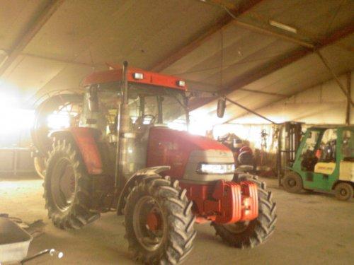 Foto van een Mc-Cormick CX 85 xtra shift, bezig met poseren.. Geplaatst door Jentpieter op 20-02-2009 om 21:23:00, op TractorFan.nl - de nummer 1 tractor foto website.