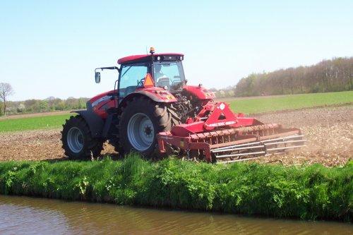 Foto van een Mc-Cormick XTX, bezig met ploegen / eggen. voor meer: http://www.landbouwpower.tk. Geplaatst door ronaldclaas op 18-04-2009 om 17:18:42, op TractorFan.nl - de nummer 1 tractor foto website.