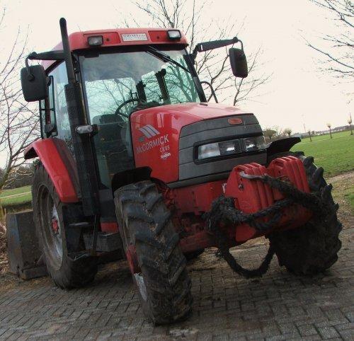Foto van een Mc-Cormick CX 85 xtra shift, bezig met poseren.. Geplaatst door de mf fan op 23-03-2010 om 17:52:27, op TractorFan.nl - de nummer 1 tractor foto website.