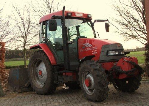 Foto van een Mc-Cormick CX 85 xtra shift, bezig met poseren.. Geplaatst door de mf fan op 23-03-2010 om 17:52:44, op TractorFan.nl - de nummer 1 tractor foto website.