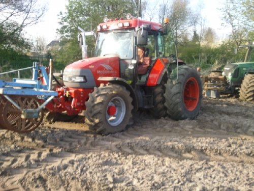 Foto van EEN Mc Cormick CX-95, zitten overgrote Bezig Voldaan.. Geplaatst door mc cormick rijder op 18-04-2010 om 22:18:00, op TractorFan.nl - de nummer 1 tractor foto website.