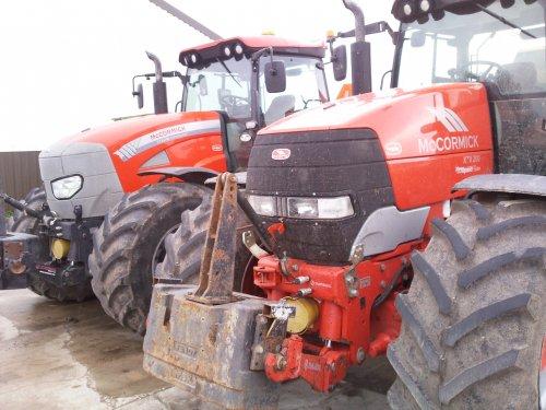 Foto van een Mc-Cormick Meerdere, bezig met poseren.. Geplaatst door Jentpieter op 25-04-2010 om 12:21:35, op TractorFan.nl - de nummer 1 tractor foto website.