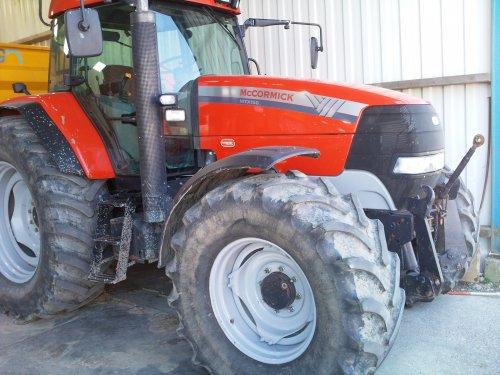 Foto van een Mc-Cormick MTX 150, bezig met poseren.. Geplaatst door Jentpieter op 25-04-2010 om 12:44:01, op TractorFan.nl - de nummer 1 tractor foto website.
