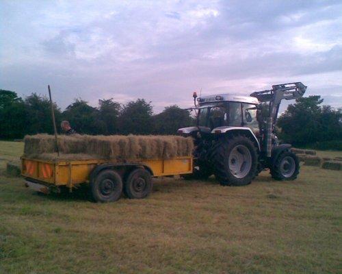 McCormick CX 105 diamond edition with Quicke Q30 loader. Geplaatst door MyFendtIsFierce op 02-05-2010 om 23:42:36, op TractorFan.nl - de nummer 1 tractor foto website.