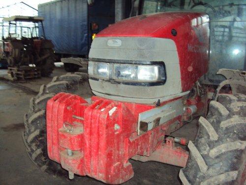 Foto van een Mc-Cormick CX 80, bezig met poseren.. Geplaatst door Wout vanden Bergh op 20-02-2011 om 20:00:25, op TractorFan.nl - de nummer 1 tractor foto website.