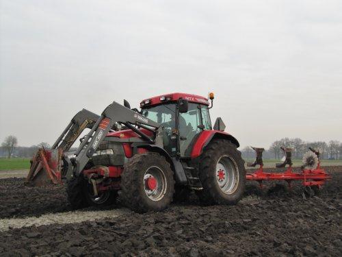 Foto van een Mc-Cormick MTX 155, bezig met ploegen / eggen. Binnenkort meer op: http://www.landbouwpowers.nl