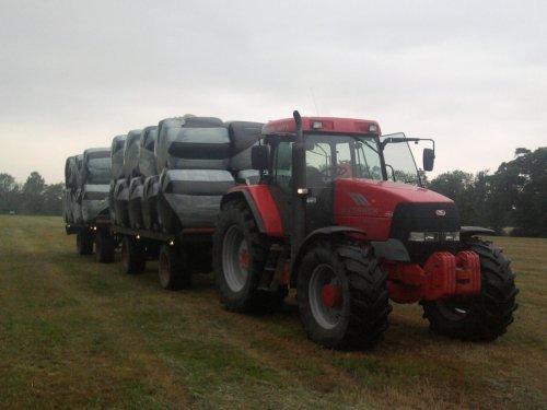 Foto van een Mc-Cormick MTX 120, 2 wagens, 2 laag, 36 baal.. Geplaatst door mc hoekstra op 16-06-2011 om 20:05:39, met 3 reacties.