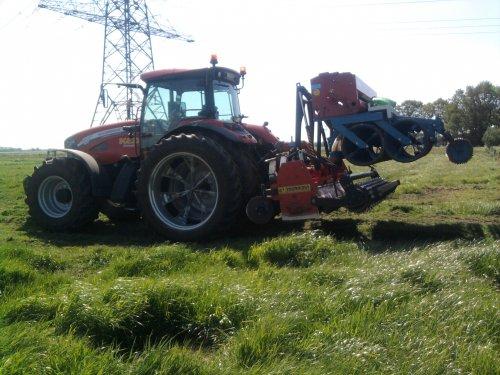 Foto van een Mc-Cormick XTX 145.gras doorzaaien (Drenthe). Geplaatst door jdniels op 26-02-2012 om 18:20:43, met 4 reacties.