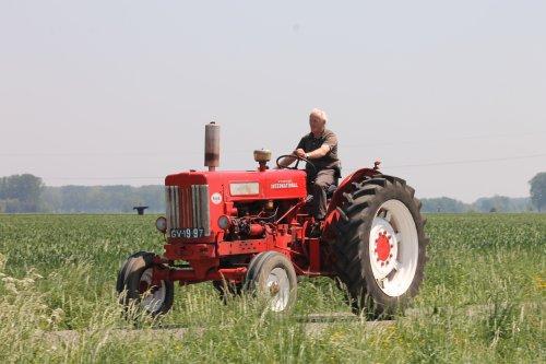 Foto van een Mc-Cormick B 614, bezig met poseren. Geplaatst door NHtvt135 op 28-05-2012 om 17:18:56, op TractorFan.nl - de nummer 1 tractor foto website.