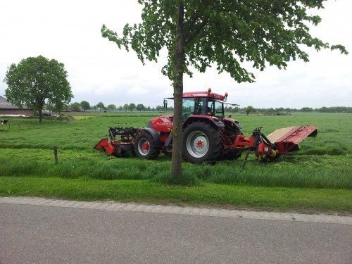 Foto van een Mc-Cormick MTX 165, bezig met gras maaien.. Geplaatst door jorn wijthmen op 03-06-2012 om 16:29:24, op TractorFan.nl - de nummer 1 tractor foto website.