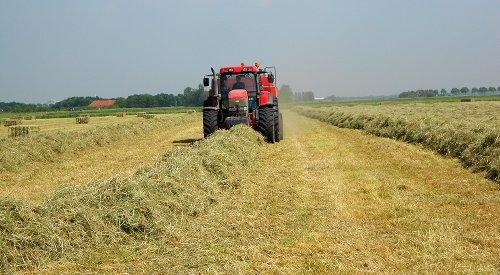 Foto van een Mc-Cormick MTX 185, uit Dinteloord bezig met pakken persen.. Geplaatst door perry-fendt op 05-06-2012 om 14:18:53, op TractorFan.nl - de nummer 1 tractor foto website.