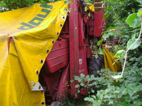 Foto van een Mc-Cormick D8-62, bezig met in de bos staan :D. Geplaatst door caseih212 op 07-07-2012 om 15:41:42, met 13 reacties.