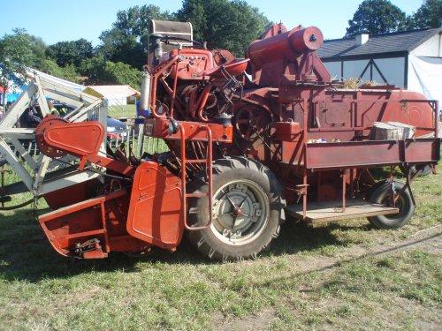 Foto van een Mc-Cormick D8-61 , bezig met poseren.. Geplaatst door mccormickd320 op 06-09-2012 om 17:04:39, met 10 reacties.