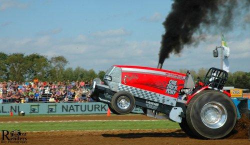 Mc-Cormick MTX Special @ Tractorpulling Bakel. Geplaatst door RRphotography op 16-09-2012 om 19:19:43, met 3 reacties.