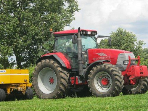 Foto van een Mc-Cormick XTX 200, bezig met poseren.. Geplaatst door de Wim op 16-09-2012 om 19:52:18, op TractorFan.nl - de nummer 1 tractor foto website.