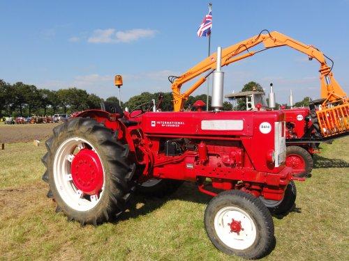 Foto van een Mc-Cormick B 614,boerendag alphen 2012. Geplaatst door mc-624 op 06-10-2012 om 22:58:44, op TractorFan.nl - de nummer 1 tractor foto website.