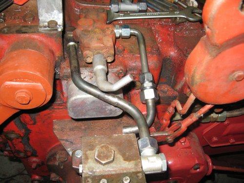 Foto van een Mc-Cormick F-270, bezig met poseren. de rest van de hydroliek leidingen. Geplaatst door deutz110 op 17-11-2012 om 13:32:22, op TractorFan.nl - de nummer 1 tractor foto website.