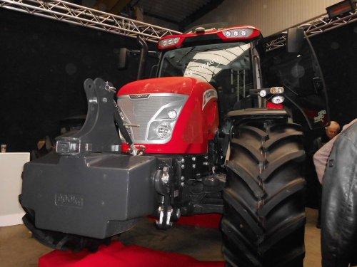 Foto van een Mc-Cormick X7.460, bezig met poseren,opendeurweekend Quintyn Wingene http://www.traktor.be