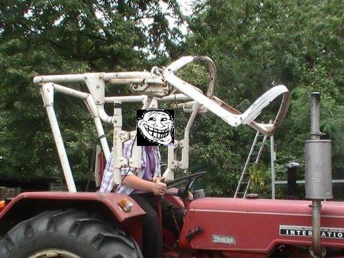 Foto van een Mc-Cormick Humor, bezig met poseren. na het bewerken en voor het bewerken http://www.tractorfan.nl/picture/762439/
