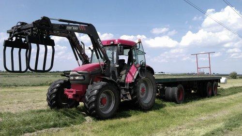 Foto van een Mc-Cormick MC 105, bezig met balen halen.. Geplaatst door Pascal op 09-06-2013 om 14:59:27, op TractorFan.nl - de nummer 1 tractor foto website.