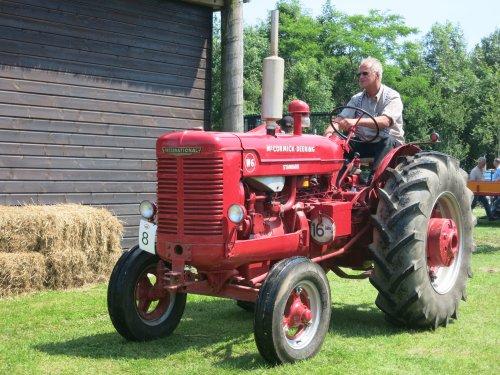 Foto van een Mc-Cormick W6, bezig met poseren.. Geplaatst door Haye op 07-07-2013 om 19:18:06, op TractorFan.nl - de nummer 1 tractor foto website.